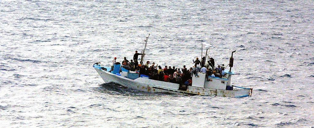 Refugee boat (photo from pixabay)